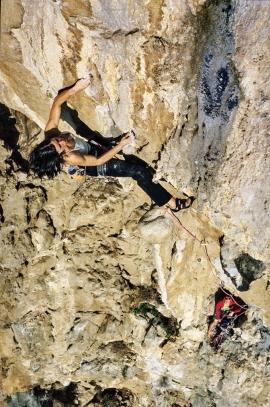 Inses Papert impegnata sul terzo tiro della via Muciachito Bonbon Infierno, El Chorro, Andalusia, Spagna