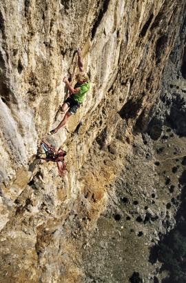 Stephan Siegrist e Ines Papert impegnati sul quarto tiro della via Muciacito Bombon Infierno, El Chorro, Andalusia, Spagna