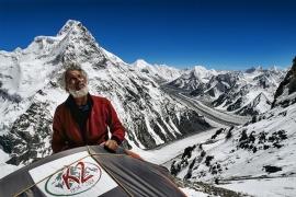 """Giuliano De Marchi al Campo 2 del K2 durante la spedizione """"K2 2004 - 50 anni dopo"""", Pakistan"""