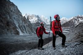 """Pino D'Aquila e Paolo Aralla, durante la salita alla vetta Terzano durante la spedizione """"Sulle Tracce dei Ghiacciai"""", Pakistan"""