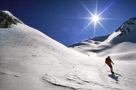 Sci-alpinista in Val Maone sul Gran Sasso, Italia