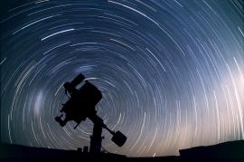 Fabiano_Ventura_Portfolio_Notturni_Nightly_telescopio_Tracce_Stellari_Namibia_Telescopio